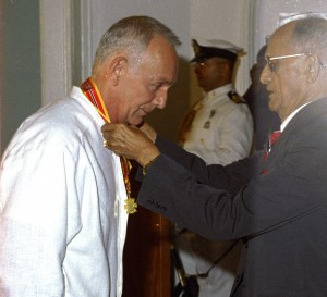 Peter Minshall receives the Trinity Cross from President Noor Hassanali